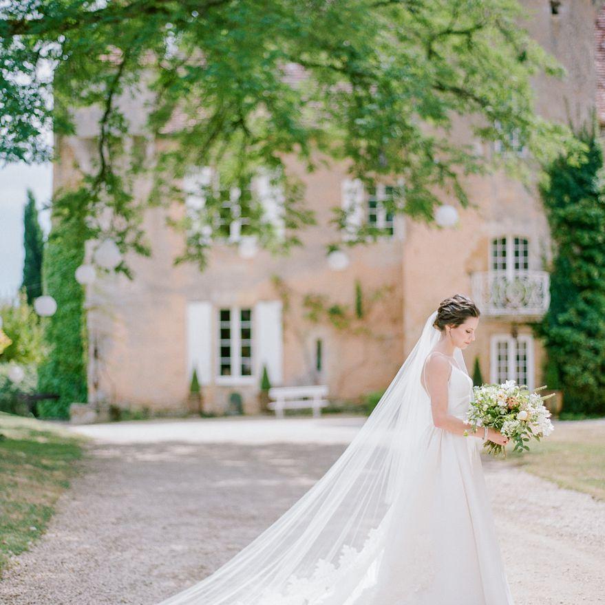 <p>bride cathedral length veil</p><br><br>