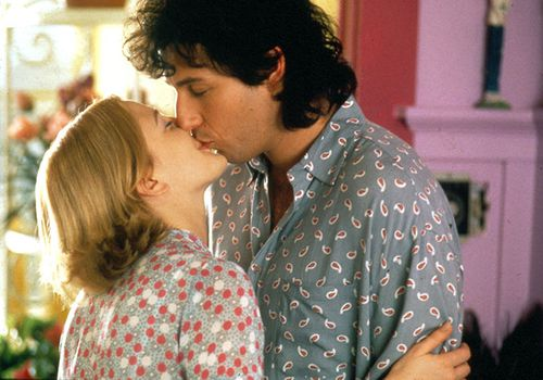 Still from the movie 'The Wedding Singer' of Drew Barrymore and Adam Sandler's characters kissing