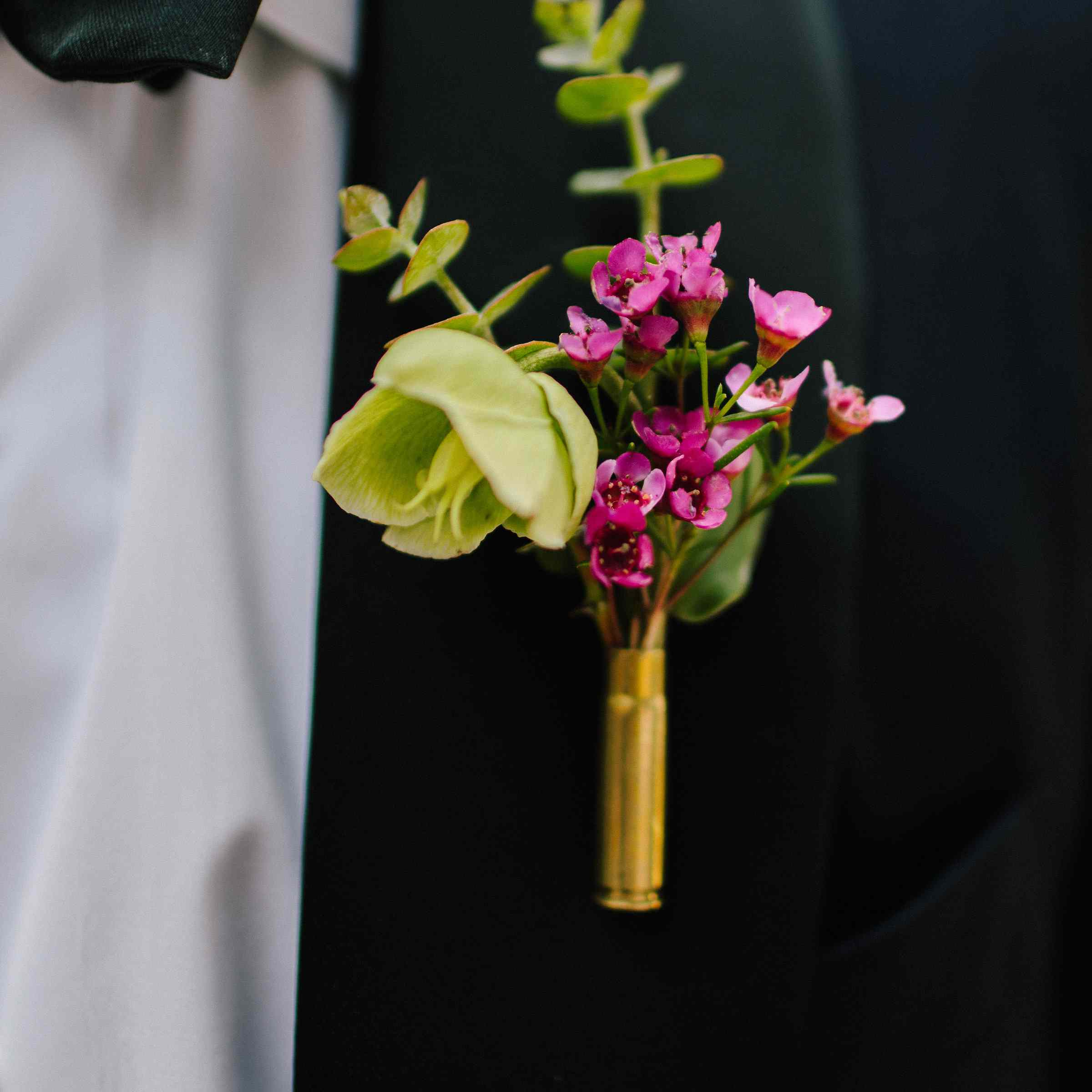 <p>Groom's boutonniere</p><br><br>