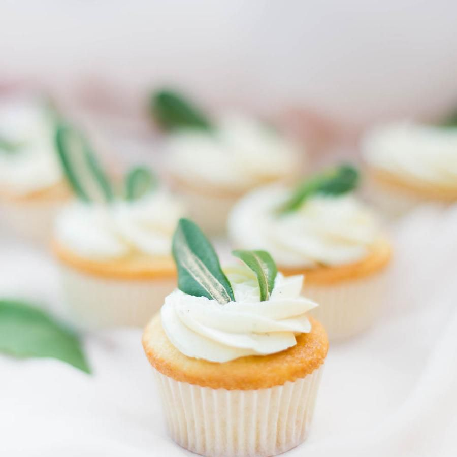 cupcake with leaves
