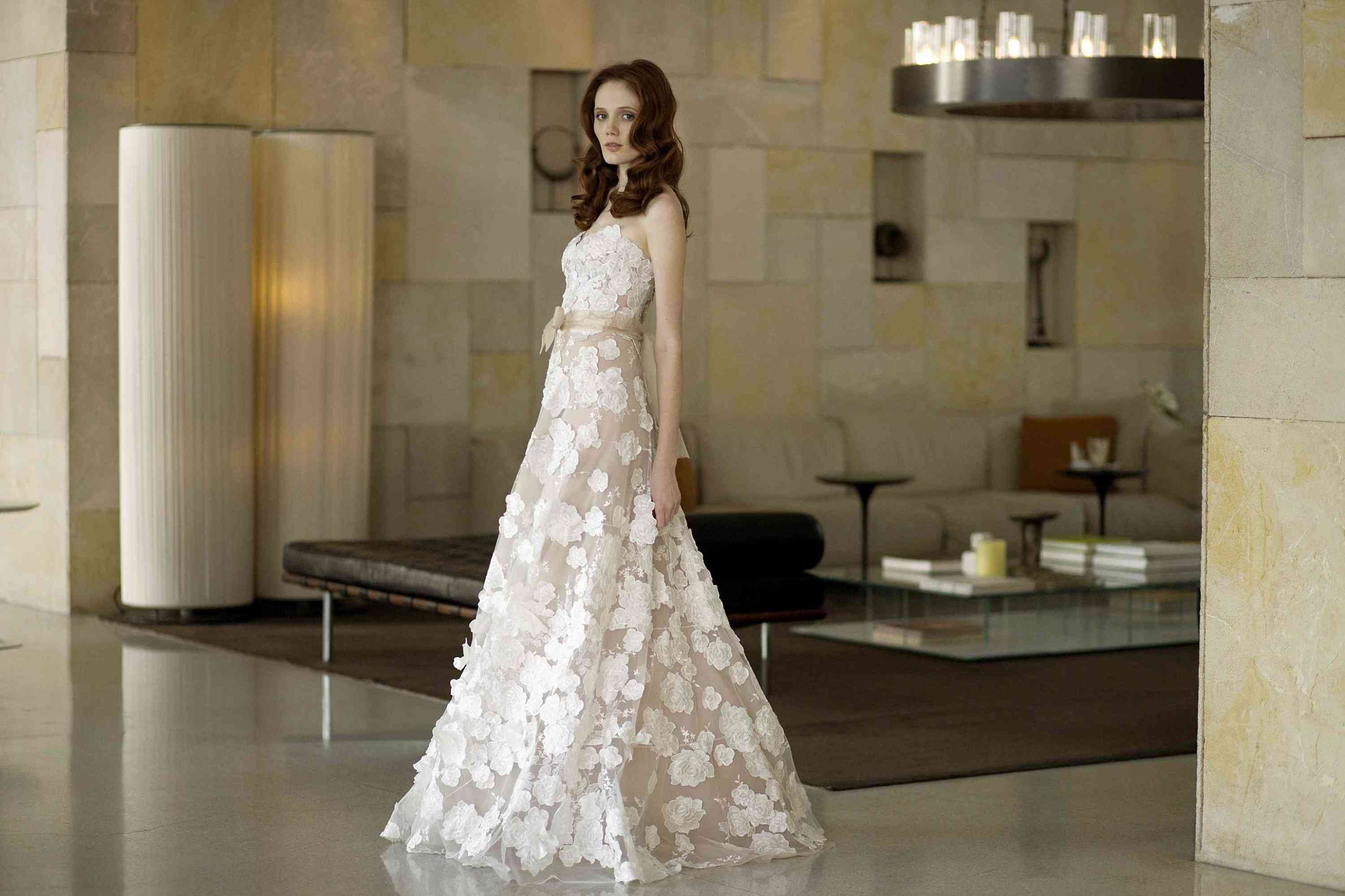 The 9 Best Selling Wedding Dresses Of All Time