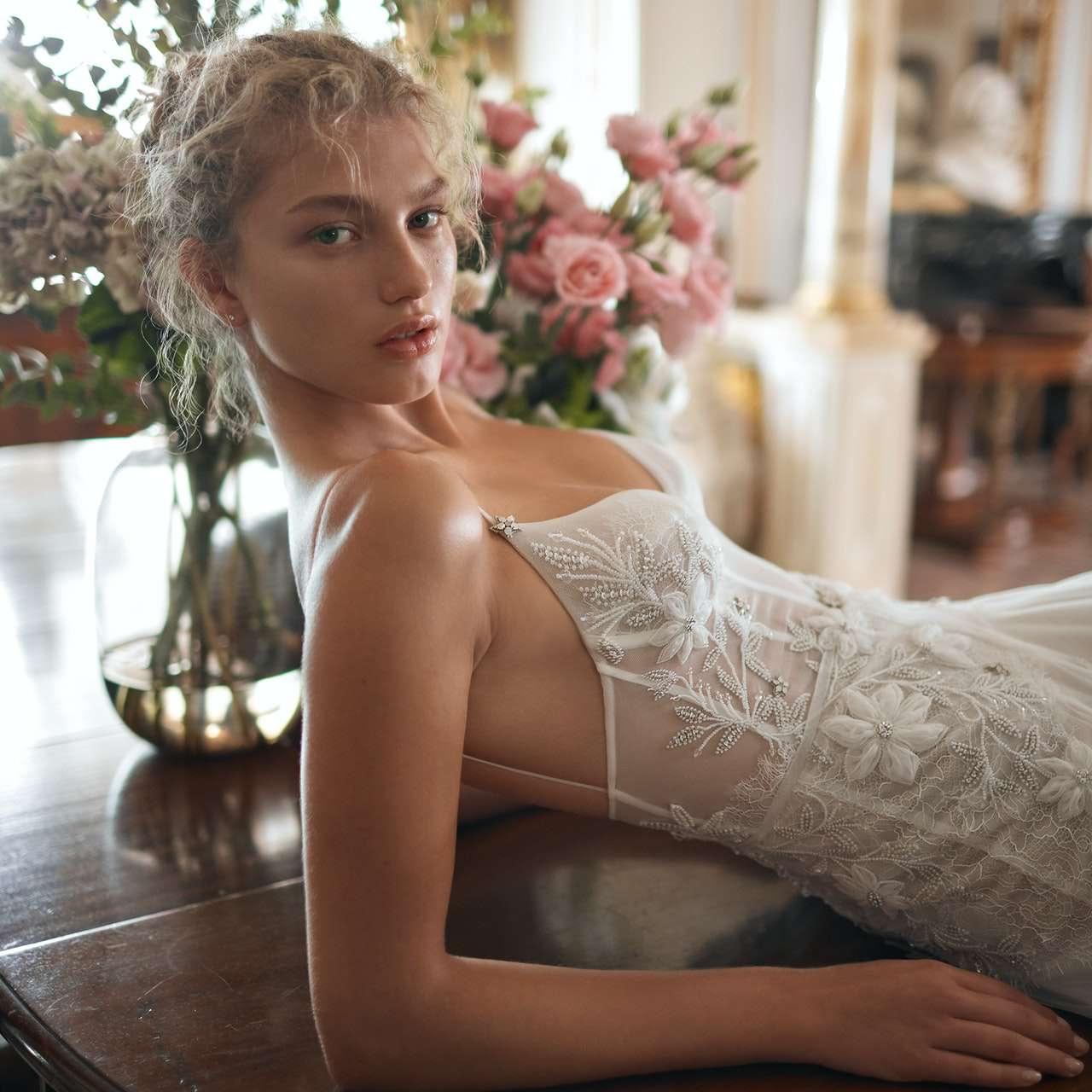 Eisen Stein Wedding Dress