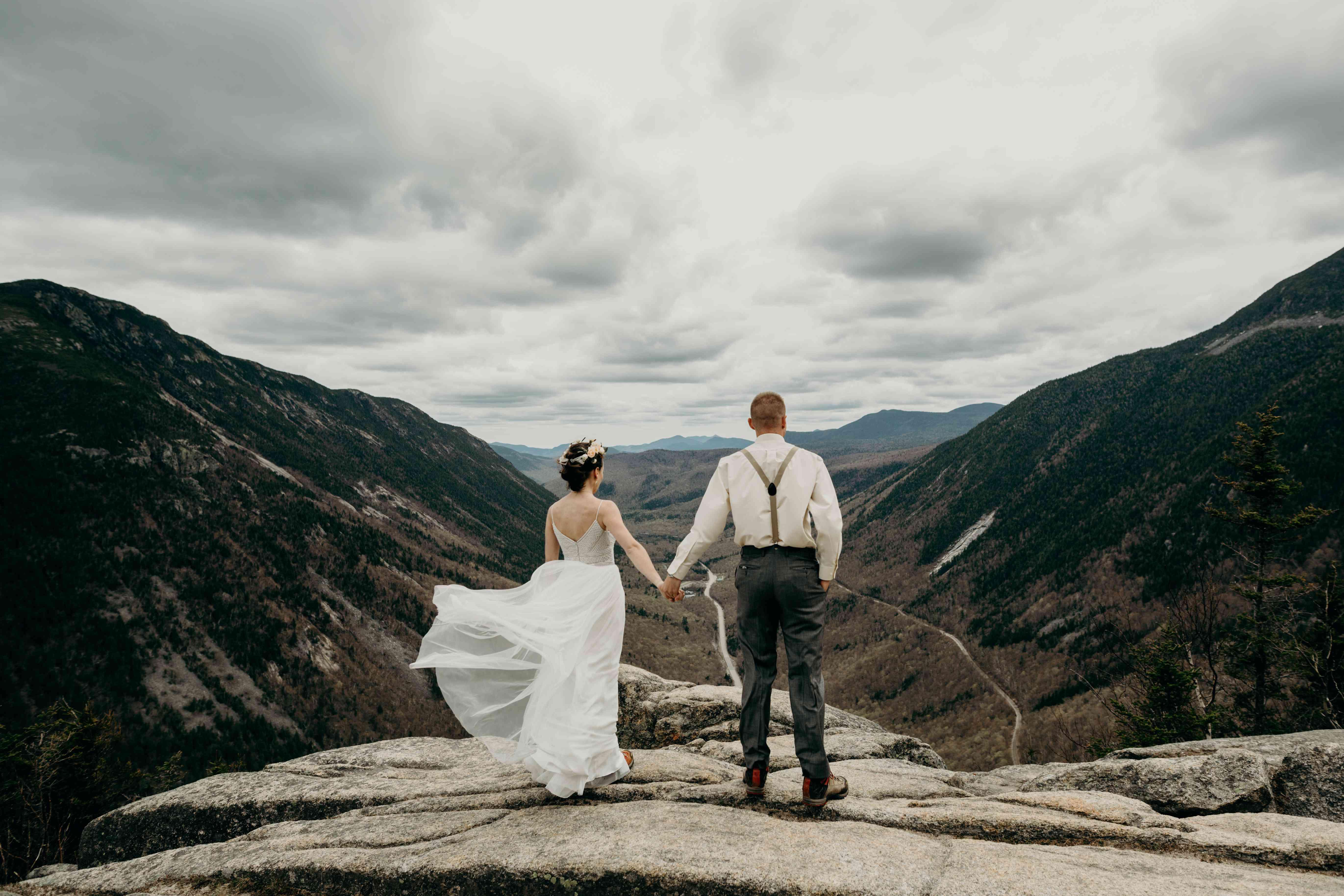 <p>Wedding photo at Mount Willard in New Hampshire</p>
