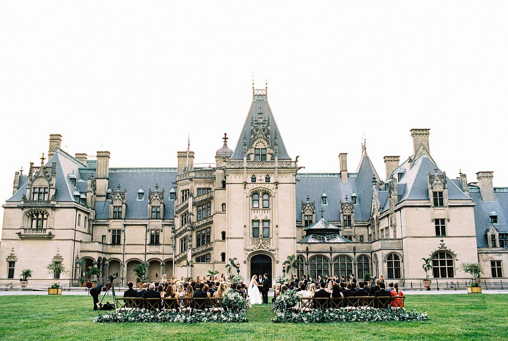 <p>A wedding ceremony held outside of a chateau.</p>