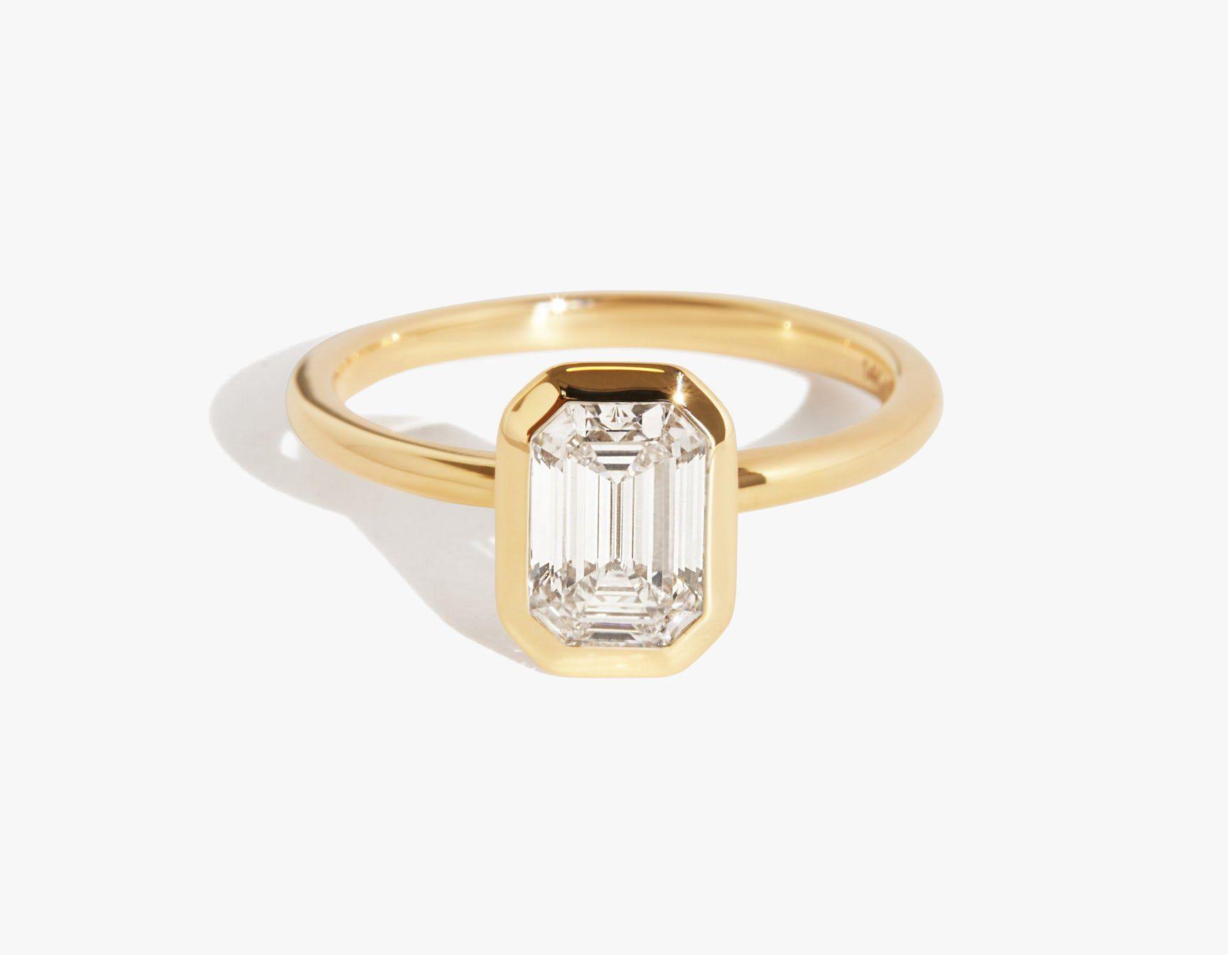 Vrai & Oro the Signature Bezel Ring