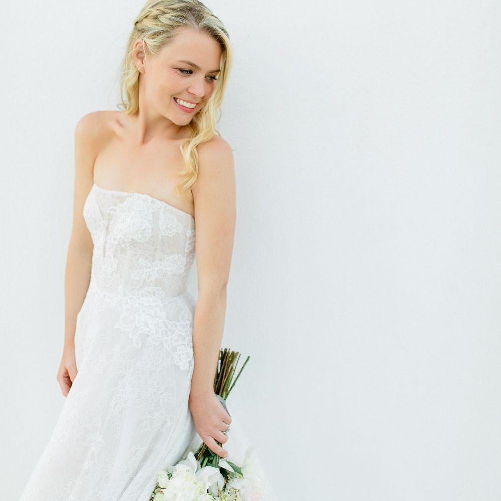 Monique Lhuillier dress all white bouquet