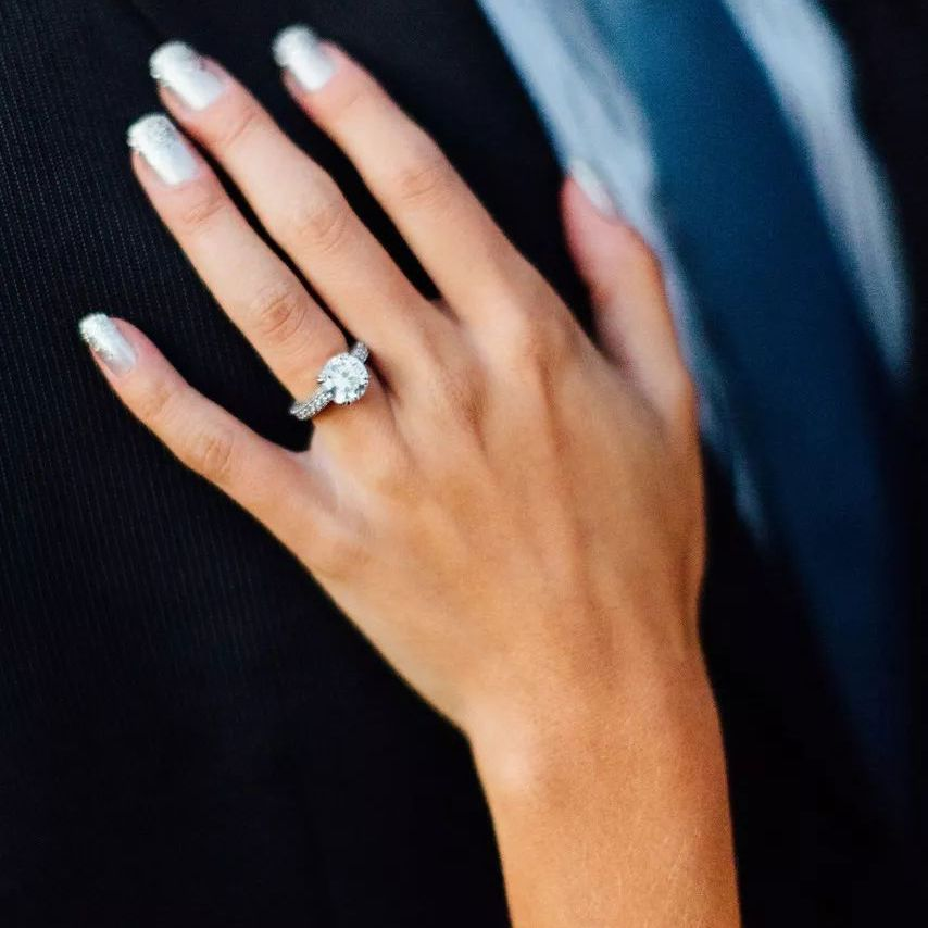 Bride with sparkly silver manicure