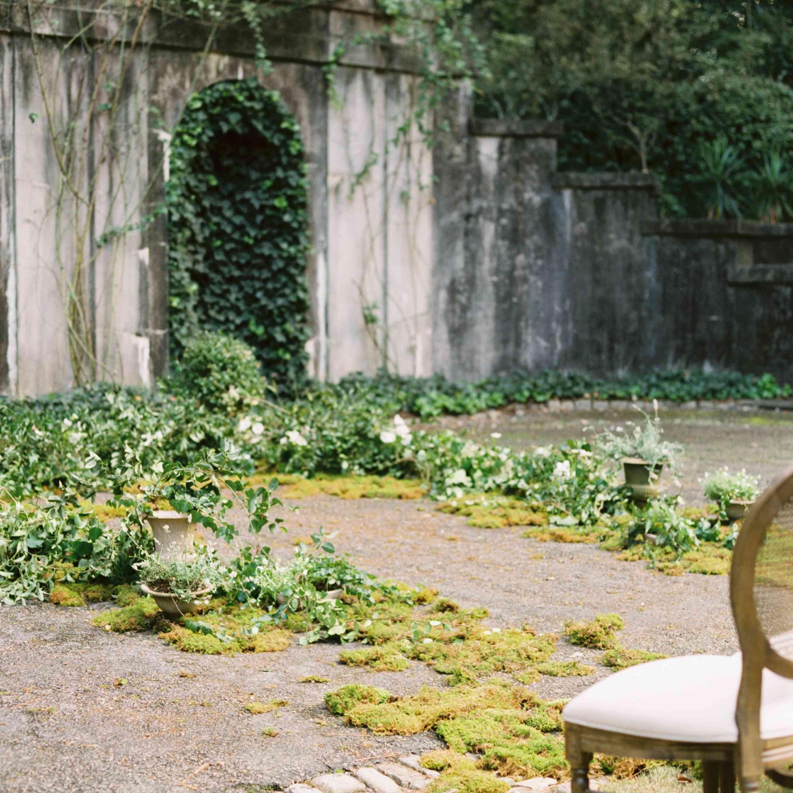 <p>floral altar decor</p><br><br>