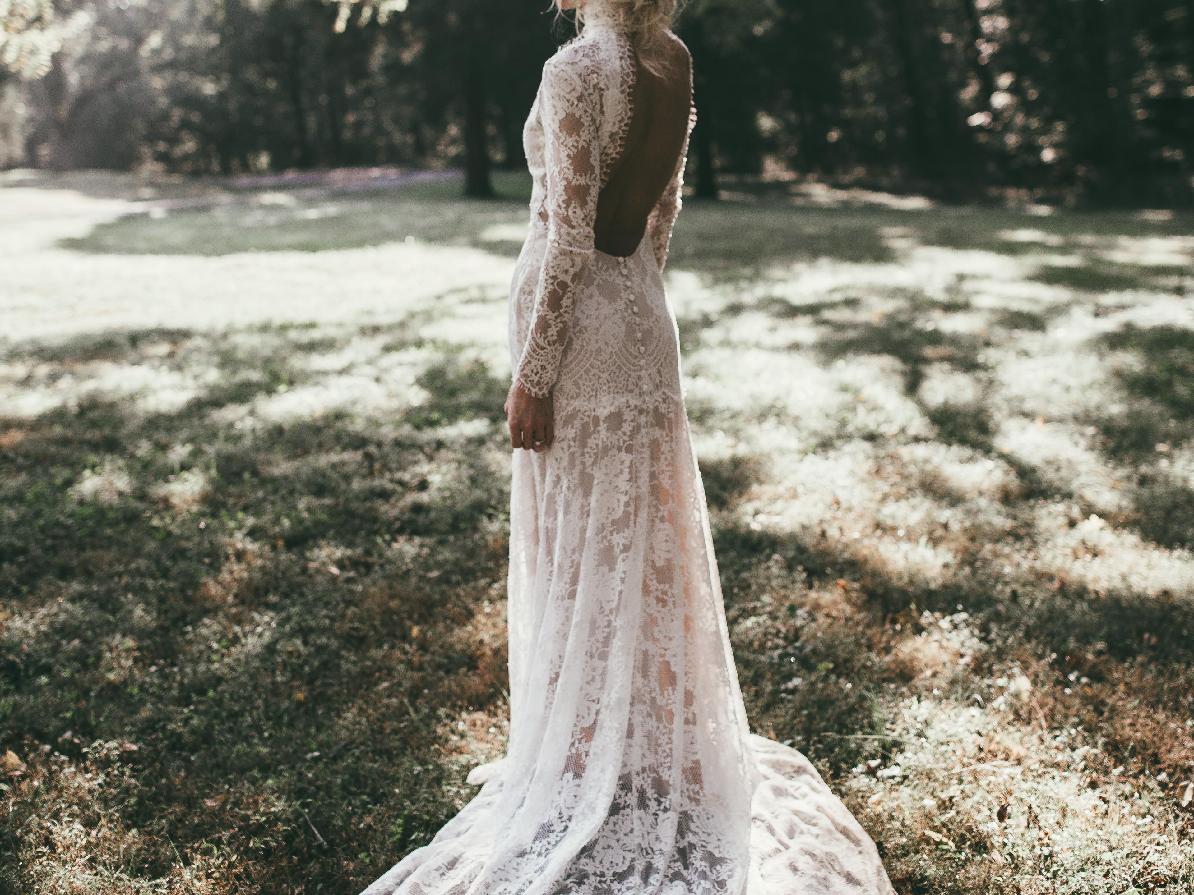 Tips to Choose to Elegant Simple Wedding Dresses