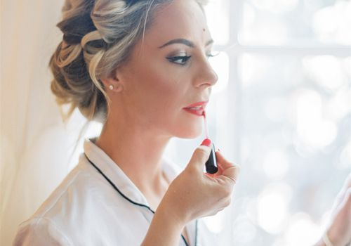 How to Find a Wedding Makeup Artist