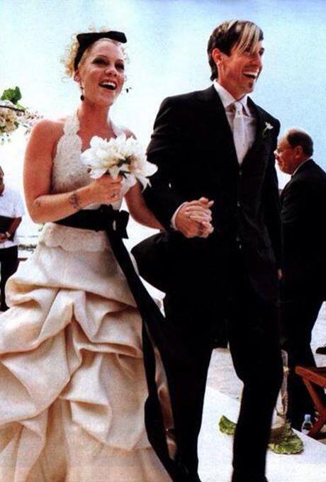 P!nk marries Carey Hart in Monique Lhuillier, 2006