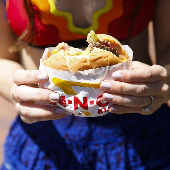 minimalist california celebration, bride eating hamburger