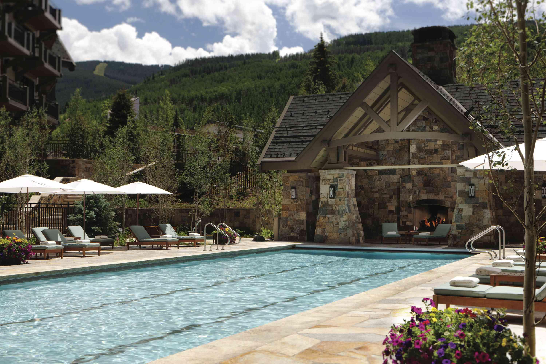 Four Seasons Resort Vail pool area