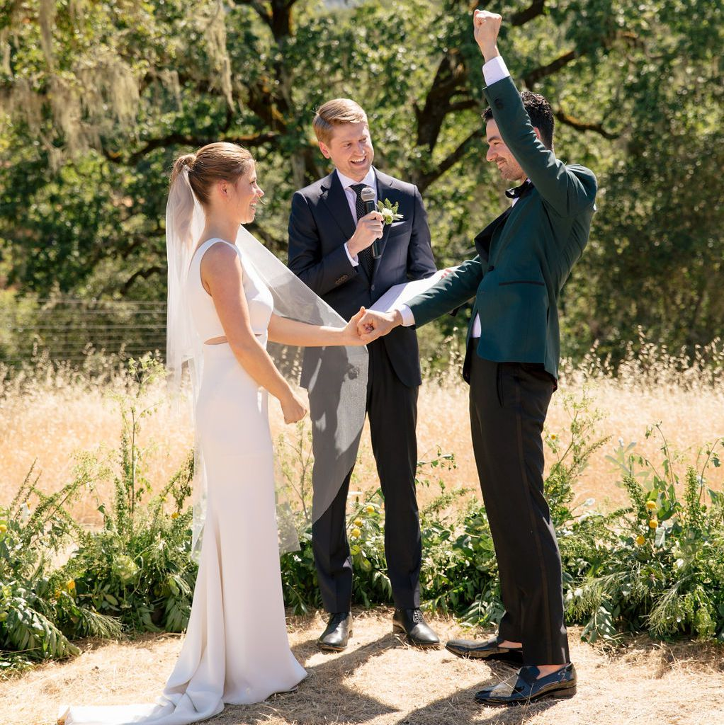 Gift Etiquette For Destination Weddings: Why You Shouldn't Get Married During Wedding Season In