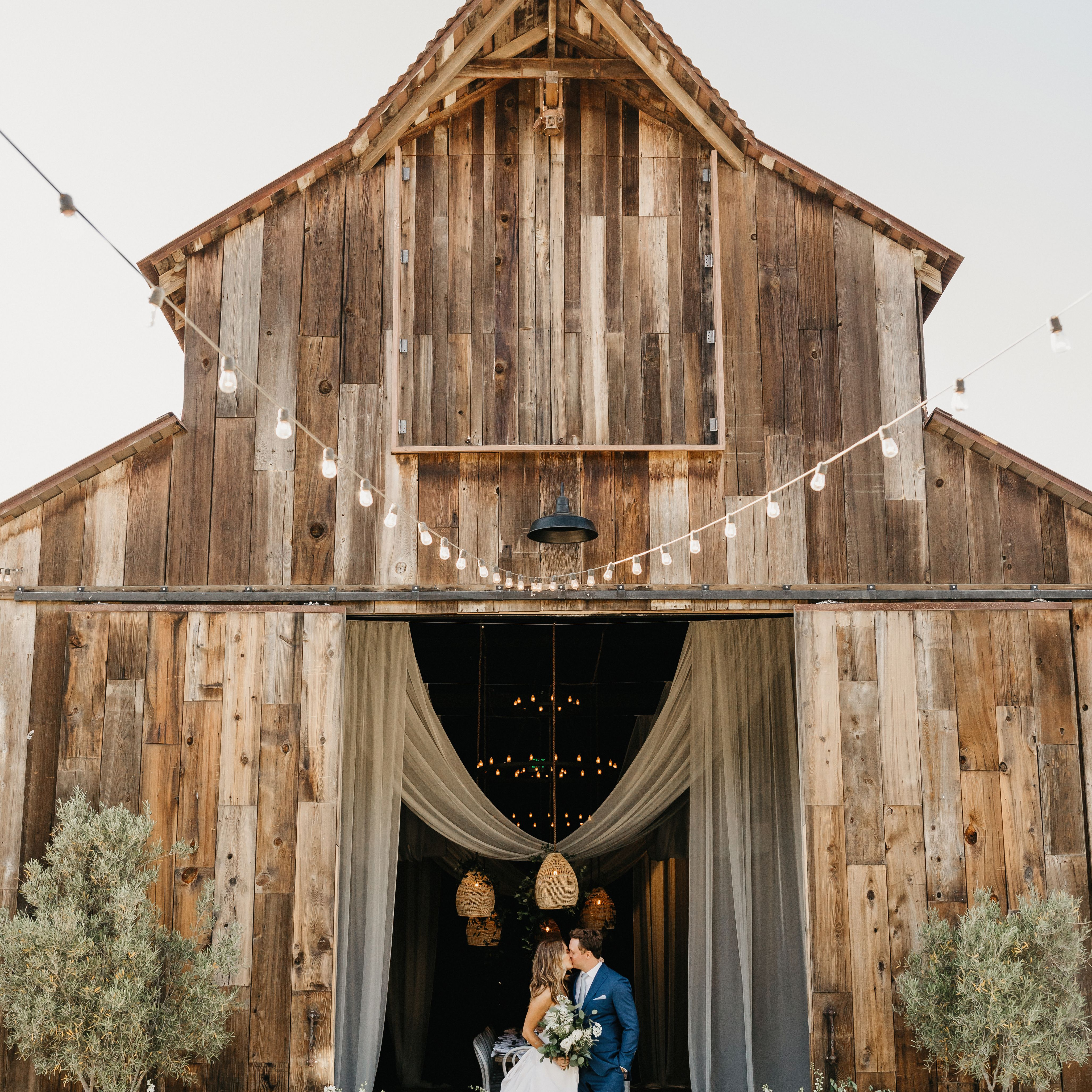 39 Barn Wedding Ideas For Any Yes Any Style