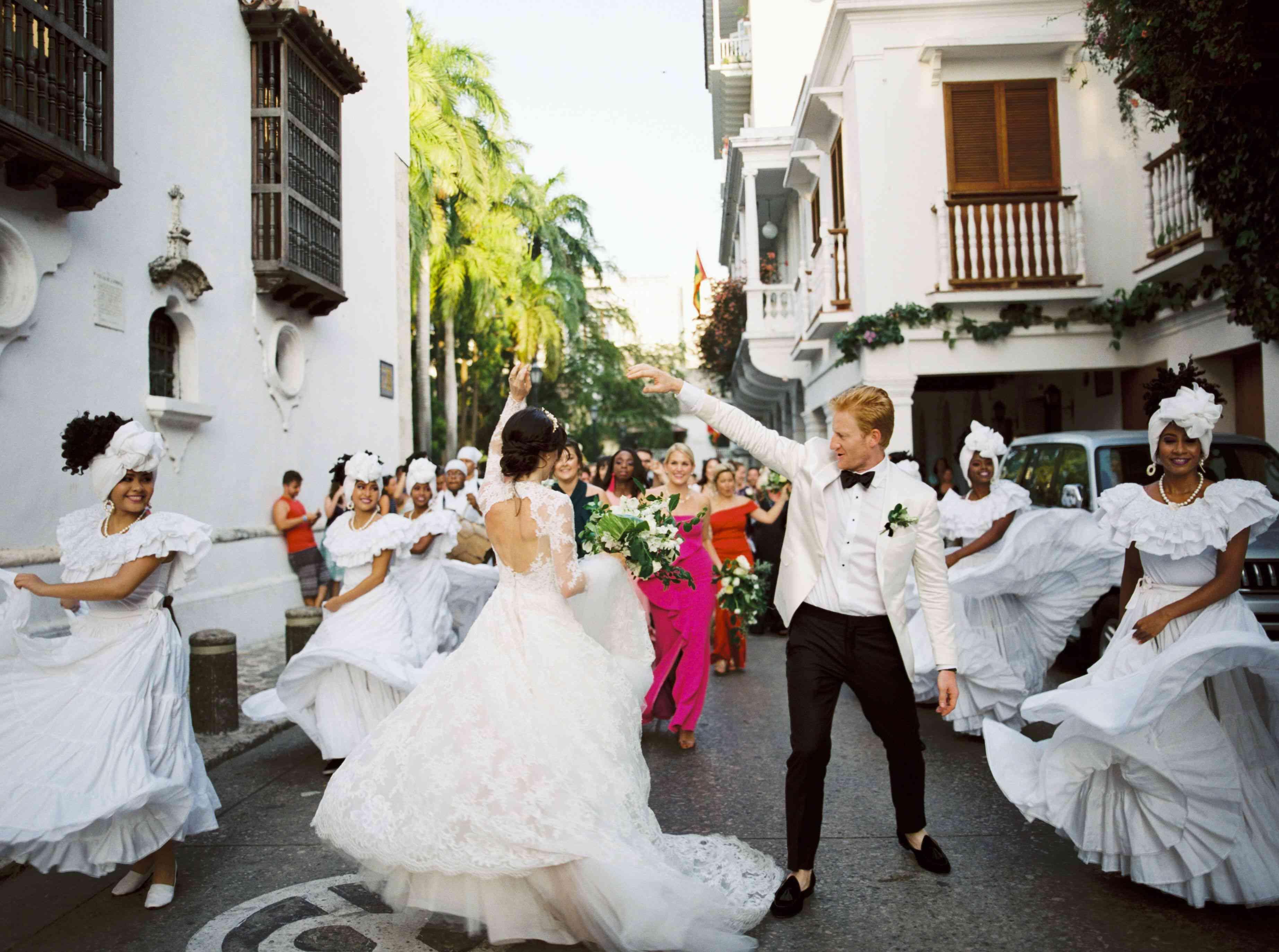 La Callejoneada (Wedding Parade)