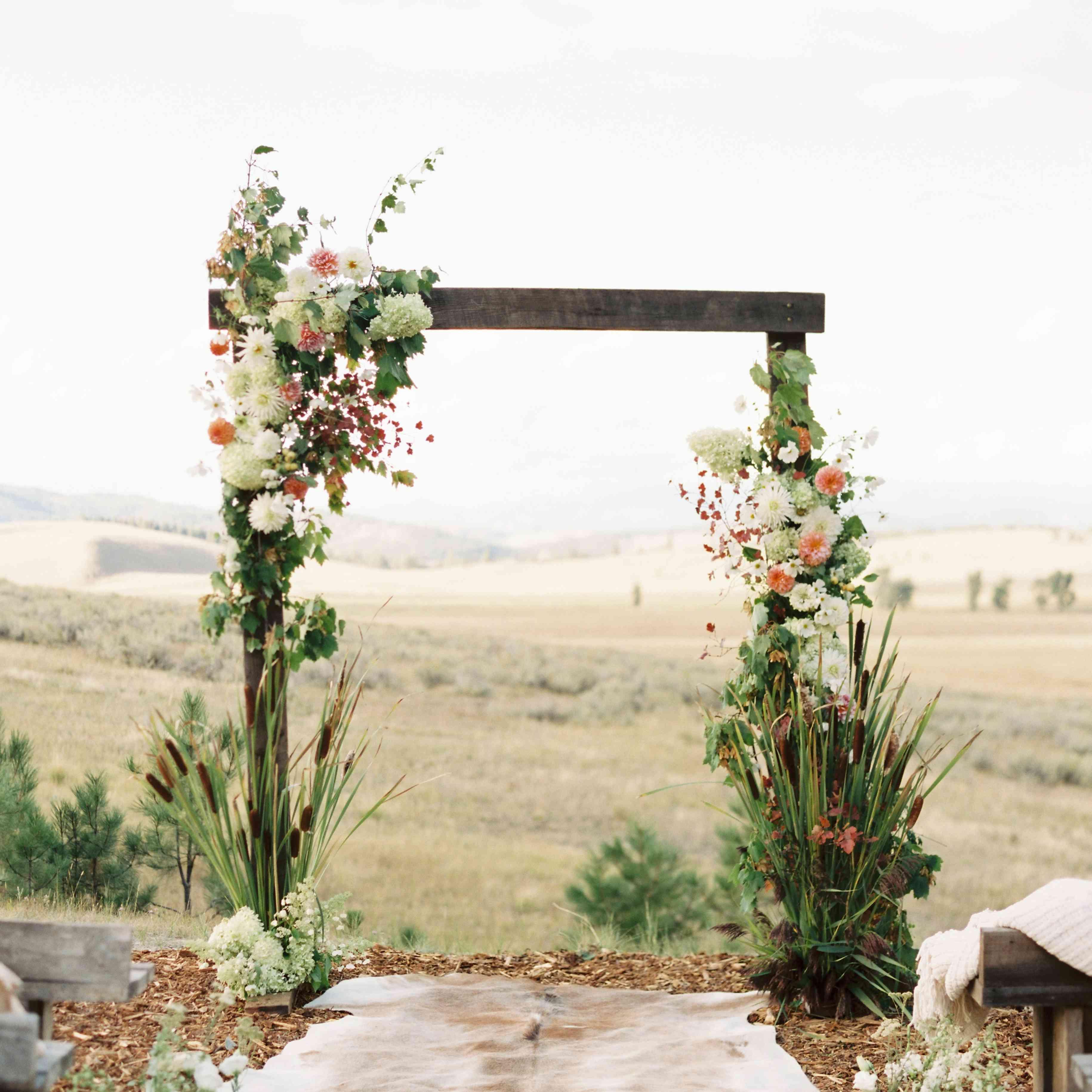 Rustic Wedding Altar Ideas: 25 Old-Fashioned Country Wedding Ideas