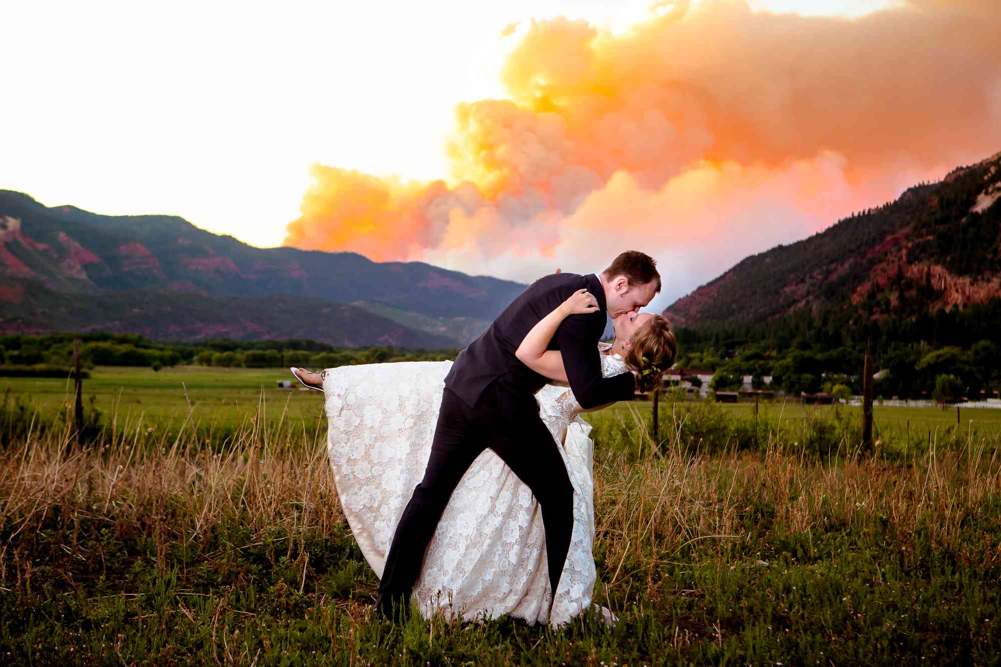 All The Viral Wedding Photos The Internet Fell In Love With This Year