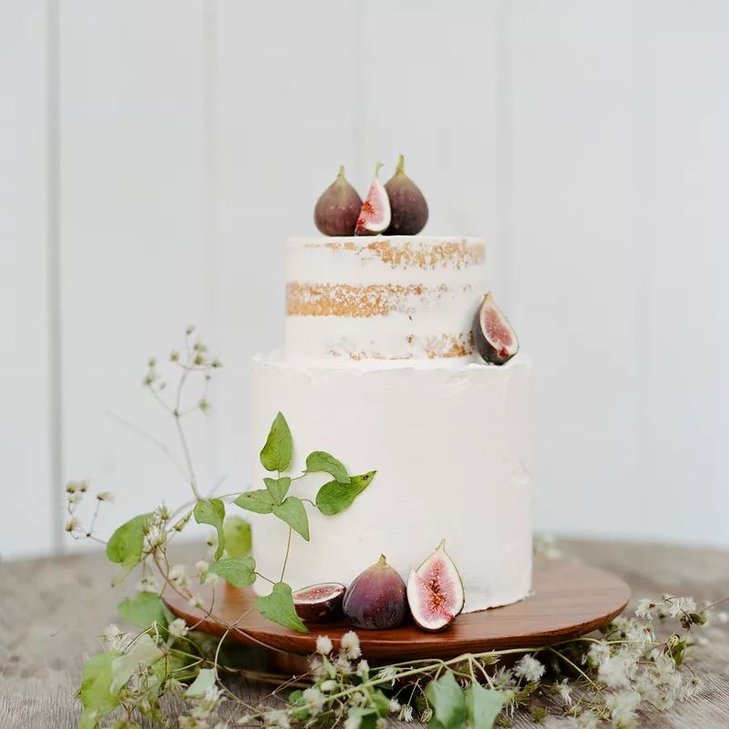 Naked cake with figs and greenery