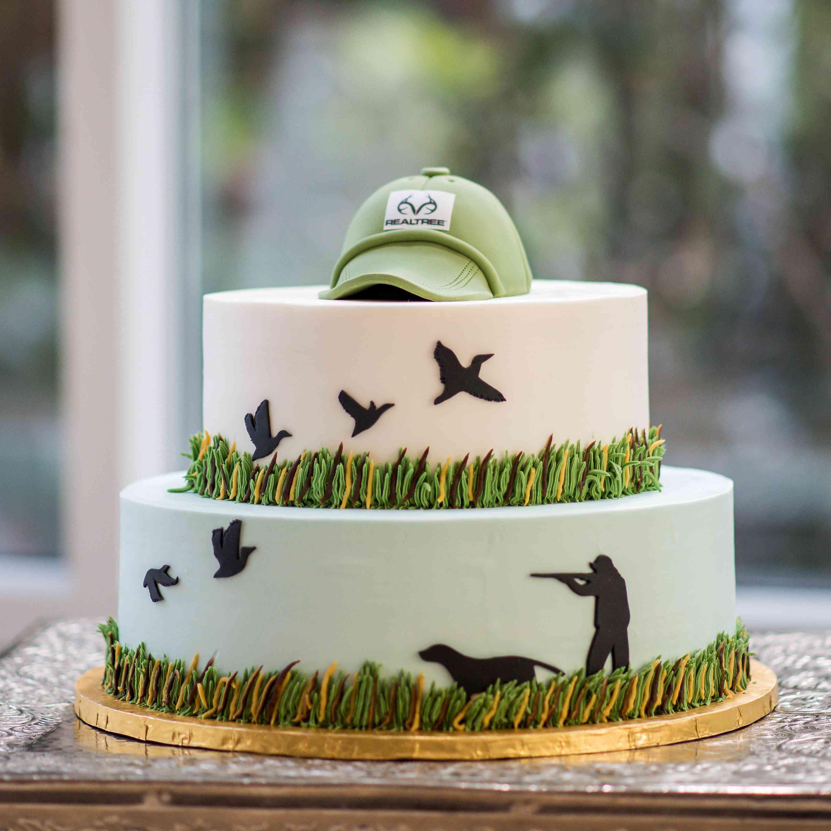 hunting groom's cake
