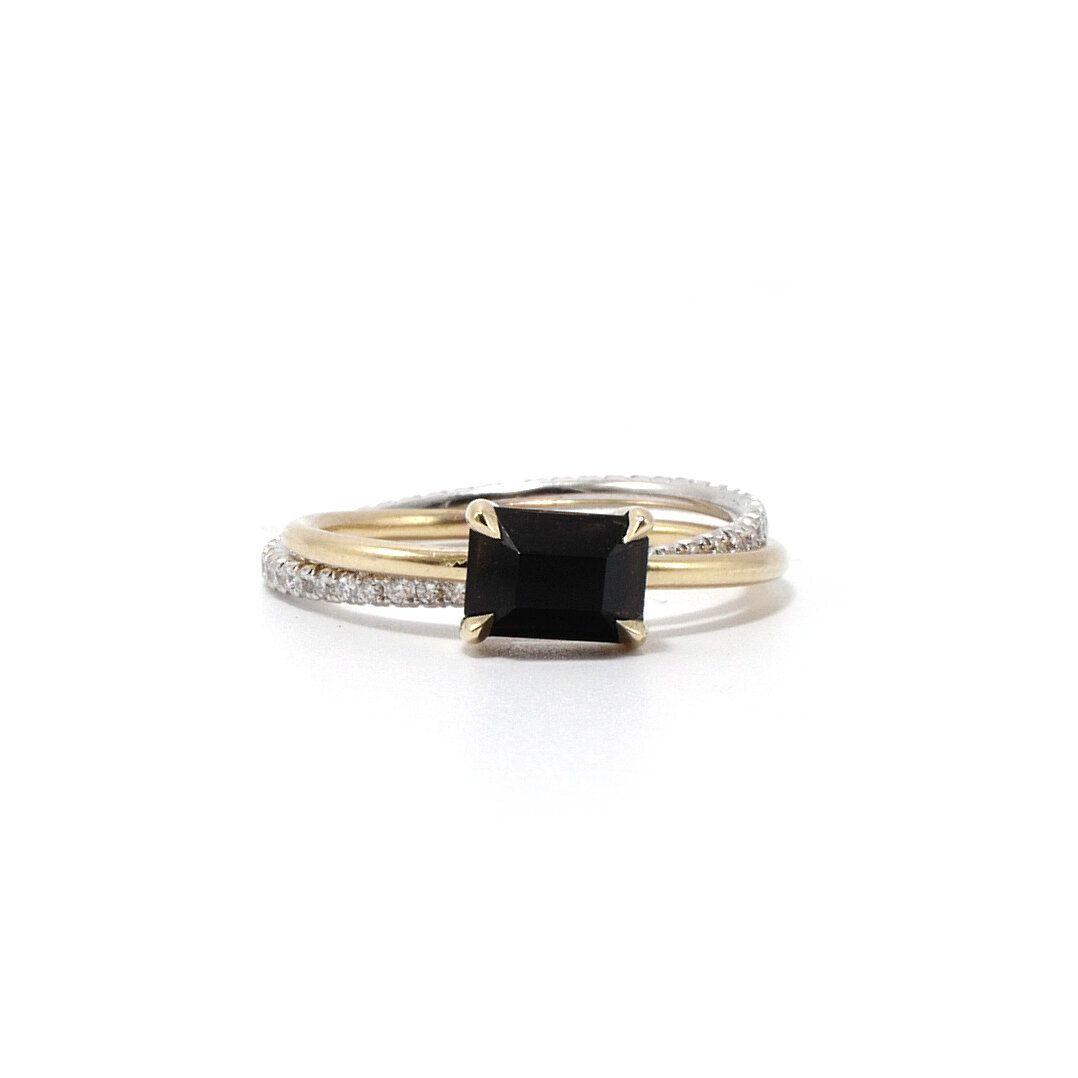 Onyx Pavé Diamond Rolling Ring