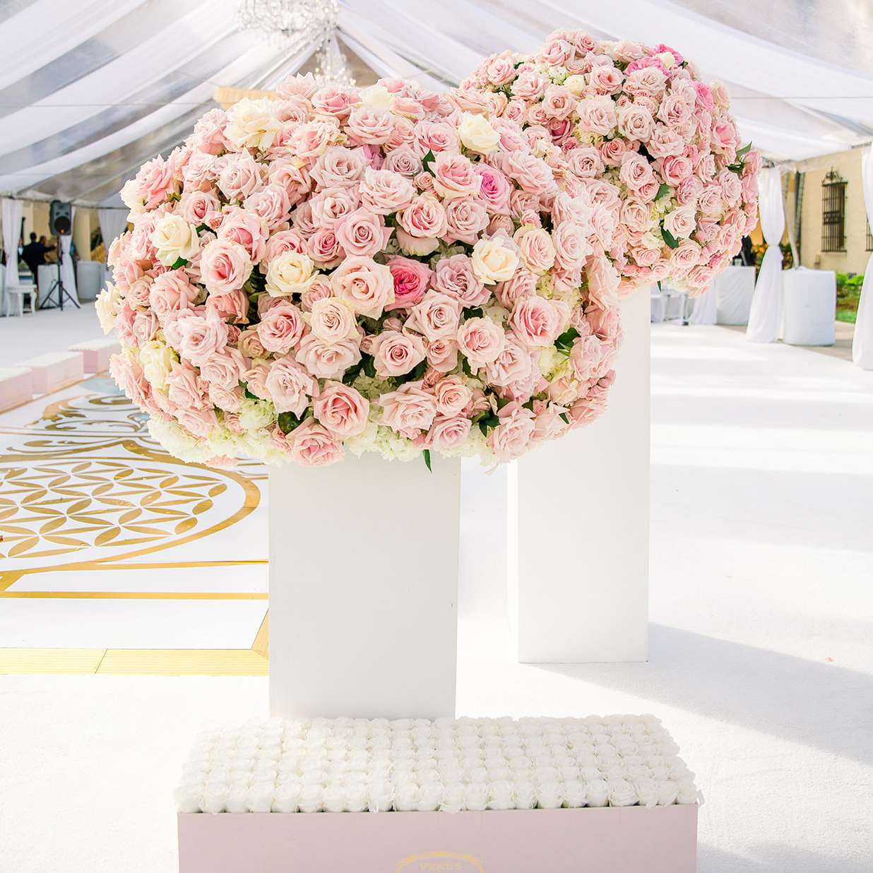 Rose floral arrangements