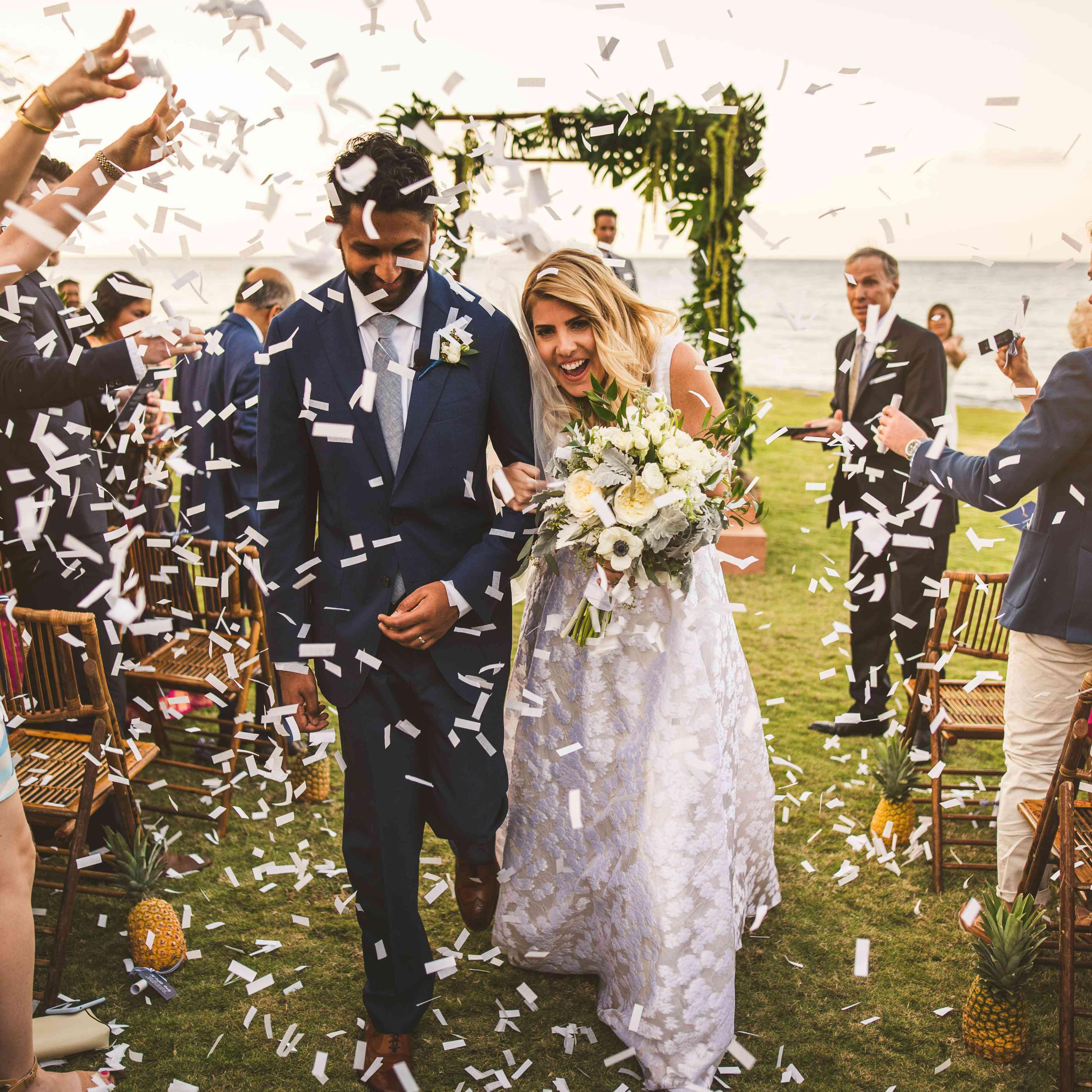 Funny Wedding Ideas For Reception: 25 Wedding Sendoff Ideas For Making An Unforgettable Exit