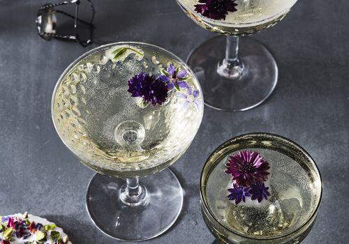 <p>wedding toast champagne</p>