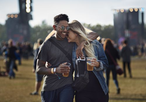 couple at concert