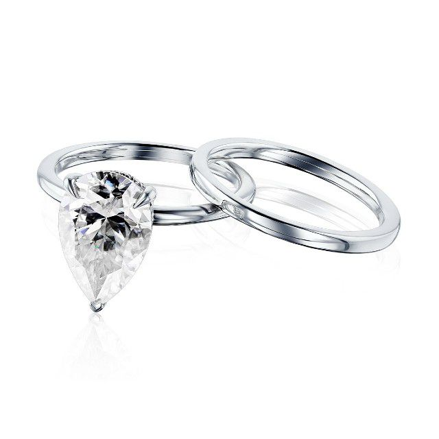 engagement ring and band set