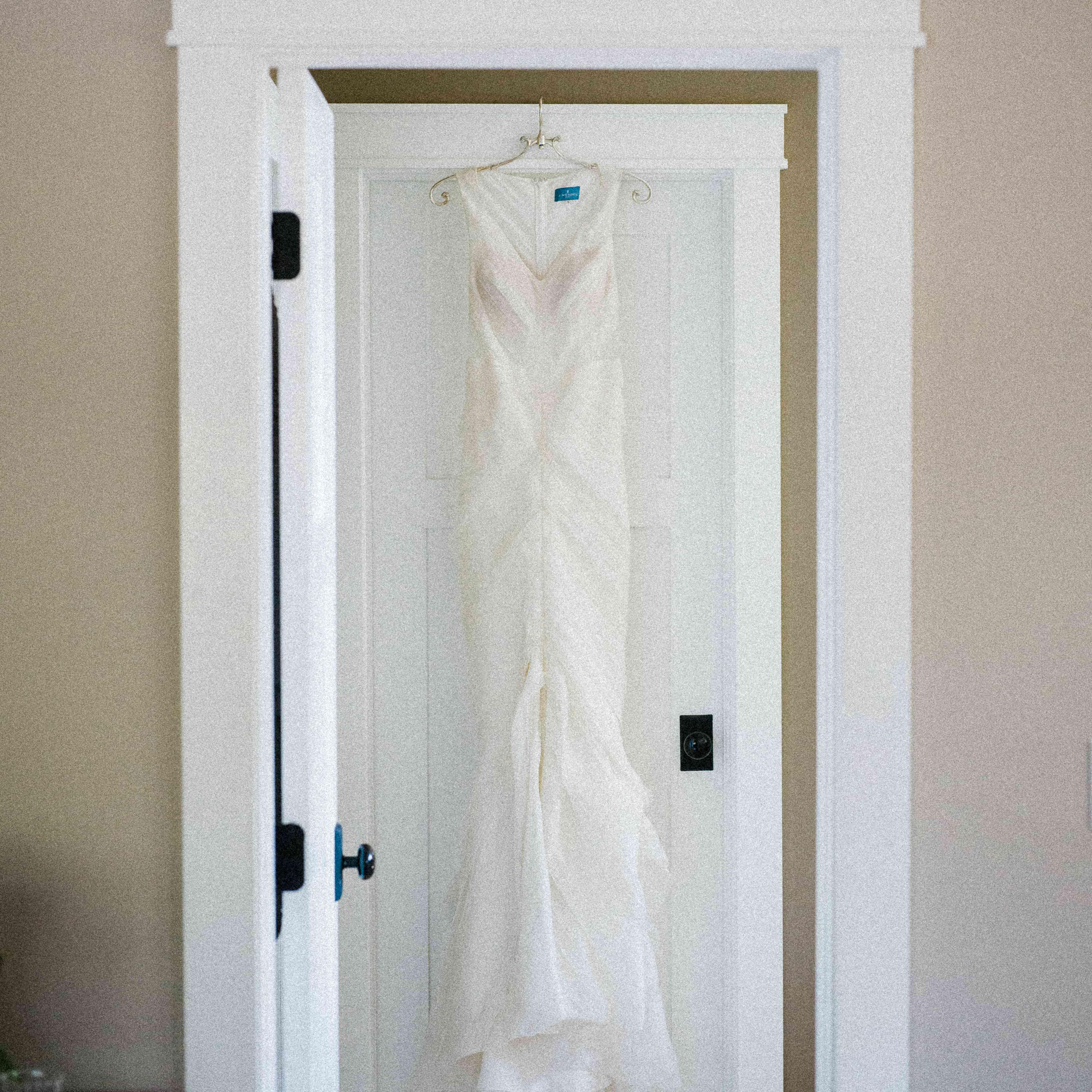 <p>Hanging wedding dress</p><br><br>