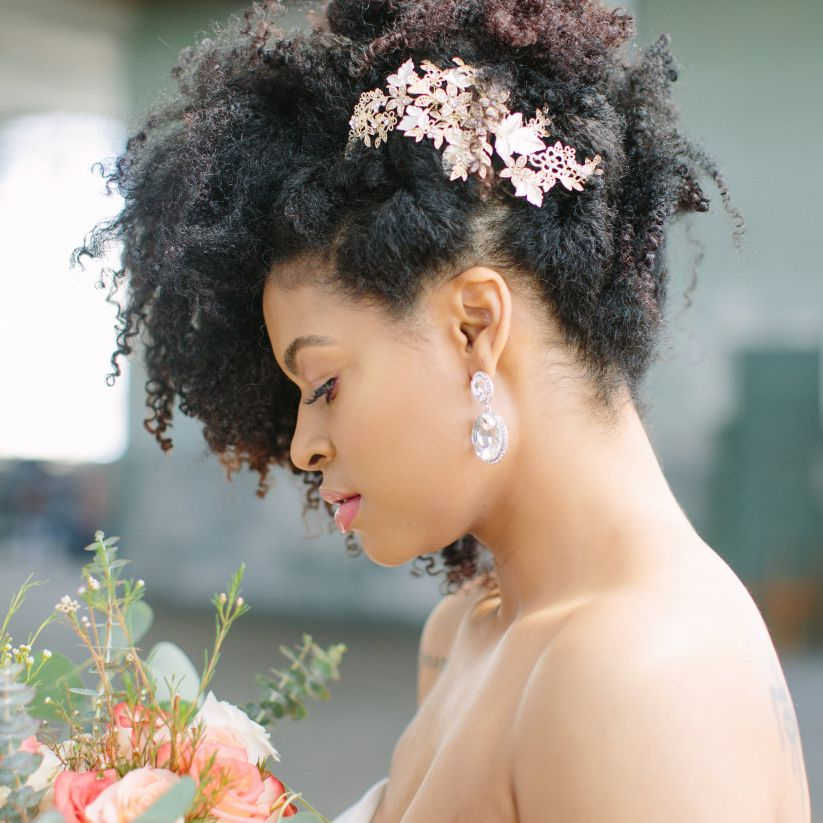 Natural Curls With a Gilded Floral Comb