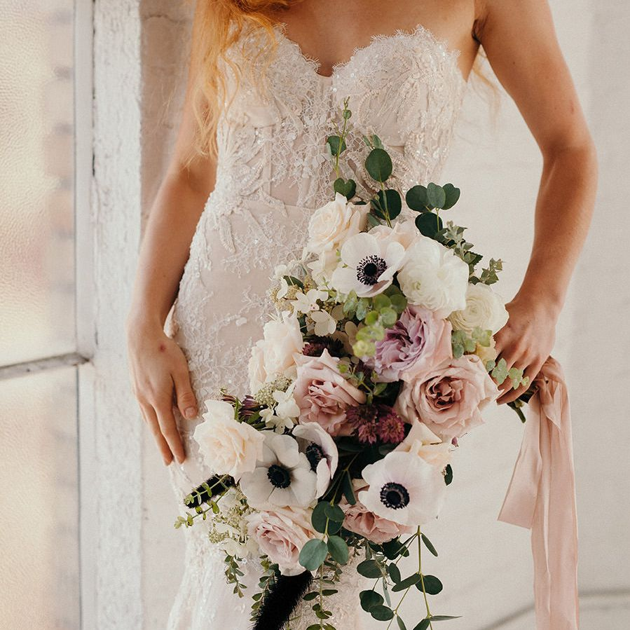 Winter Wedding Flowers.These Winter Wedding Bouquets Prove That Cold Weather