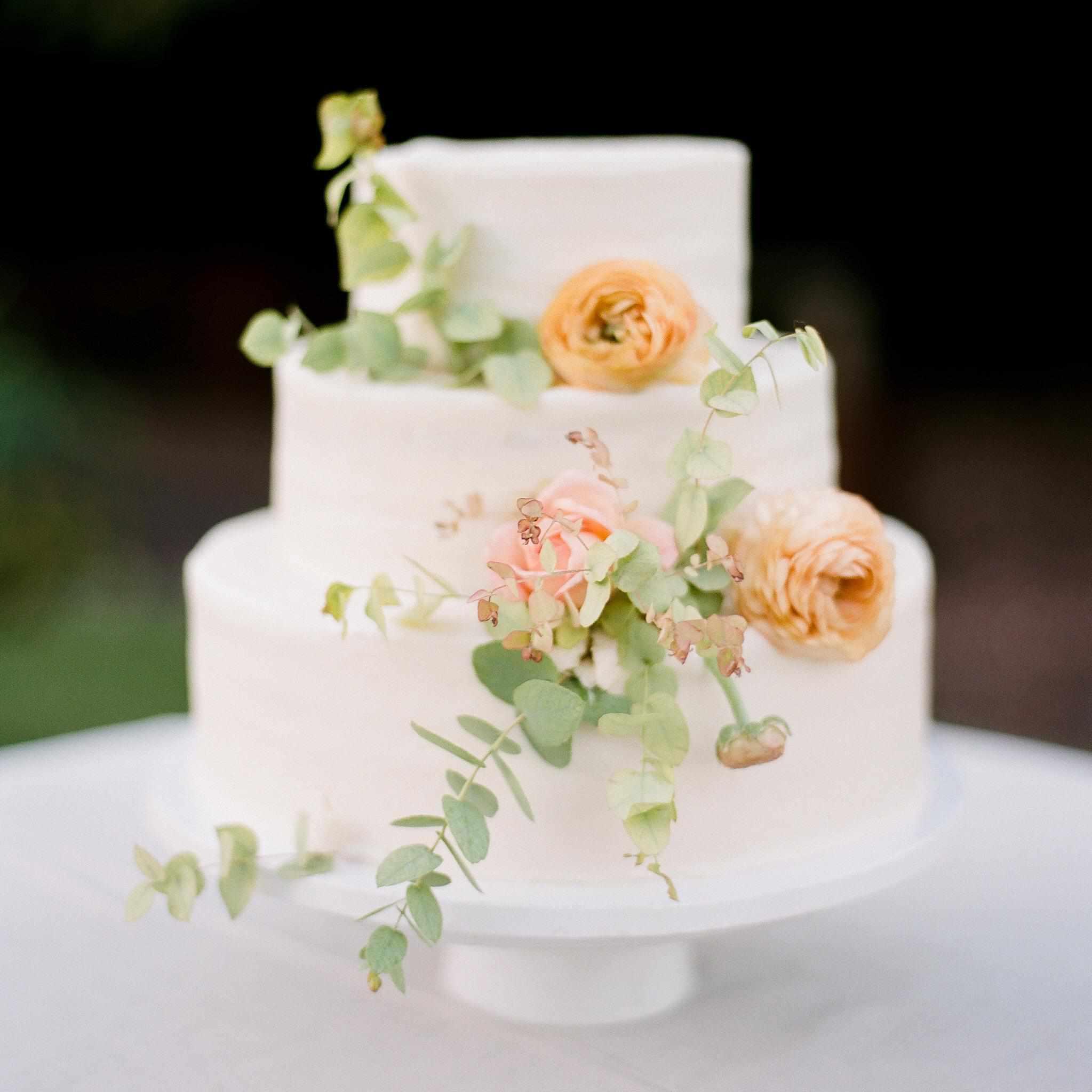 Simple White Wedding Theme: 32 Wedding Cakes We Love For Summer Weddings