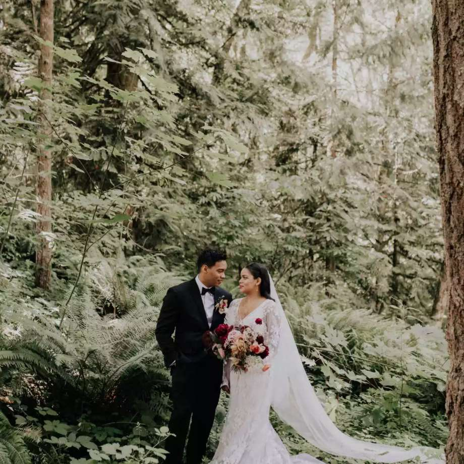 Newlyweds in lush forests of Oregon