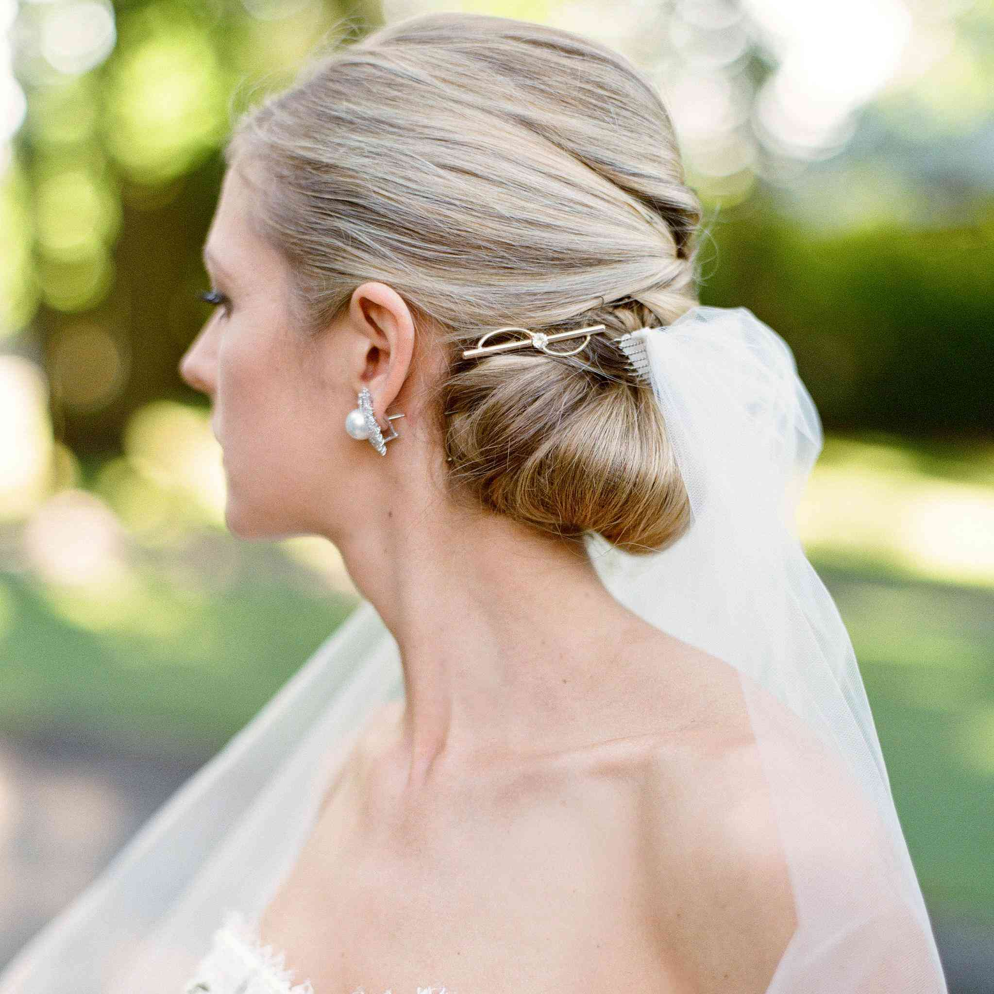 7588fbe4d2 Bridal Barrettes Are the New Wedding Hair Accessory Trend You Need ...