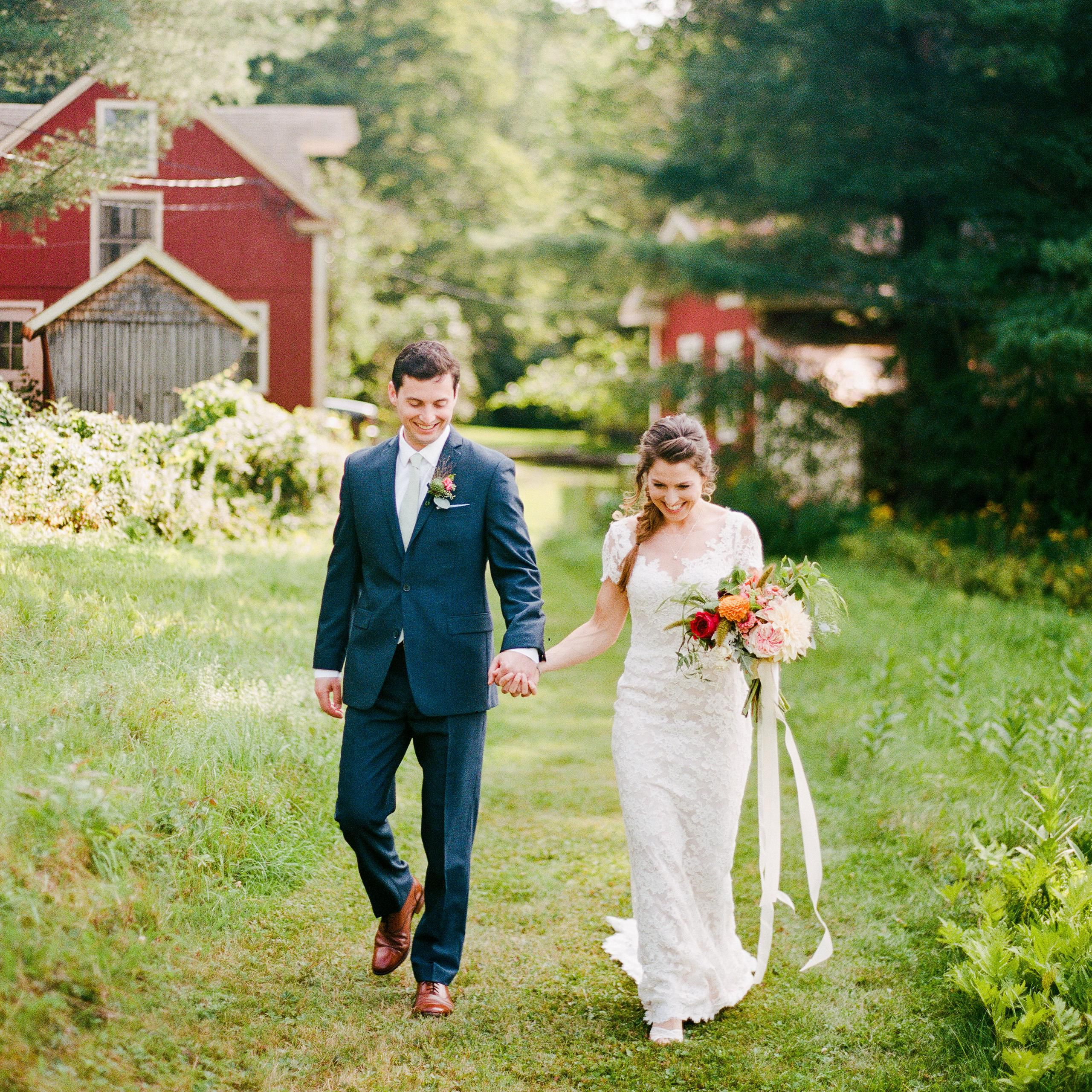 14 Ways To Host An Elegant Farm Wedding,Beach Wedding Dresses Australia Online