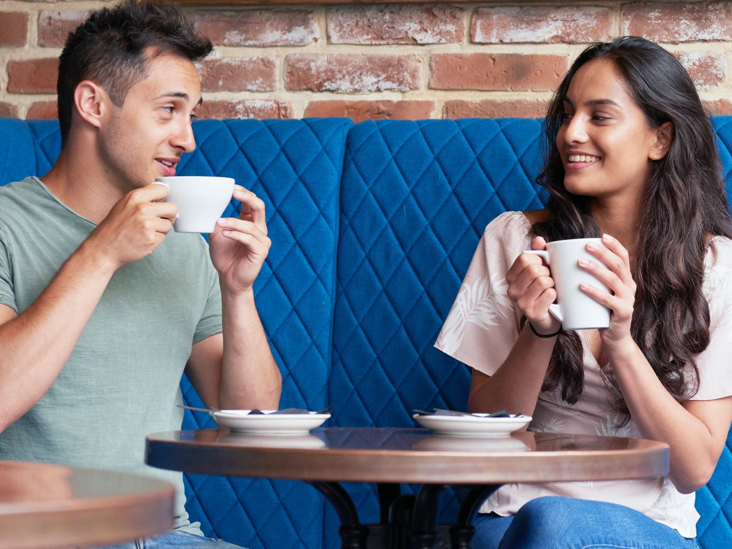 7 Conversation Starters for Dating to Avoid Awkwardness