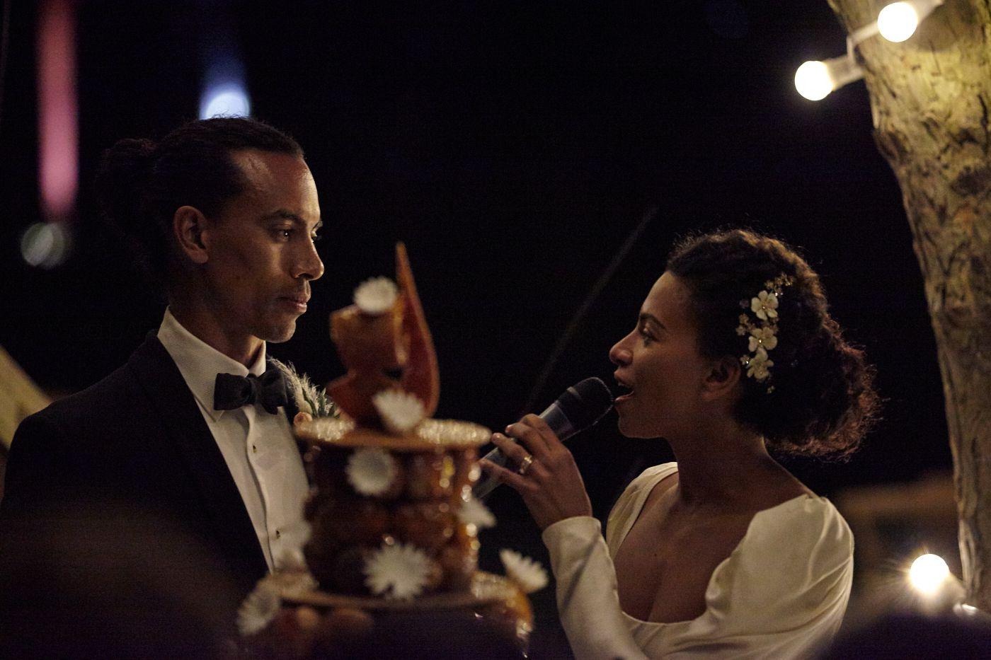 <p>bride singing</p><br><br>