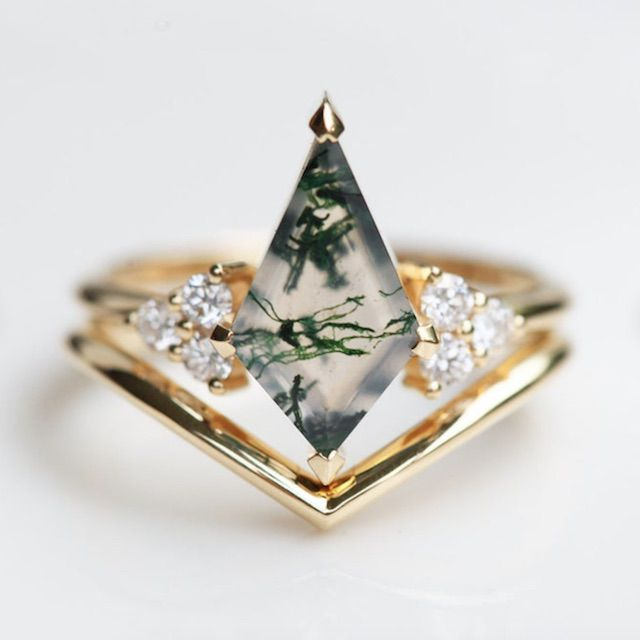 MinimalVS Unique engagement Ring Set, Geometric Moss Agate Ring with Gold V Band, 18k Gold Gemstone Ring Set, Moss Agate Ring Set, Organic Gemstone